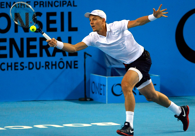 Tomas Berdych coasted to an easy victory  over Russia's Dmitry Tursunov to advance to the open final.