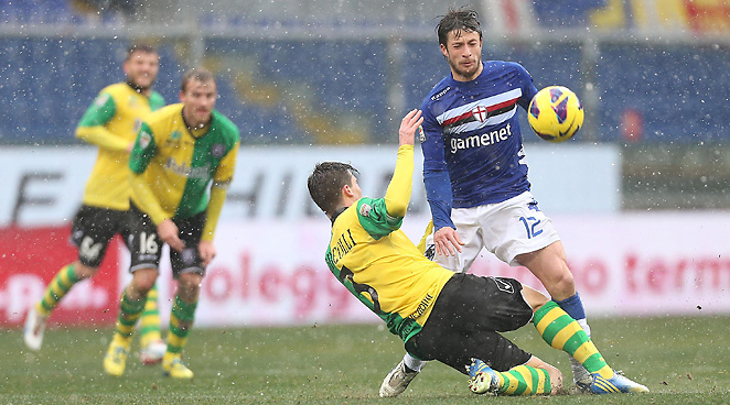 Sampdoria's Gianluca Sansone helped extend his team's unbeaten streak to five games on Sunday.