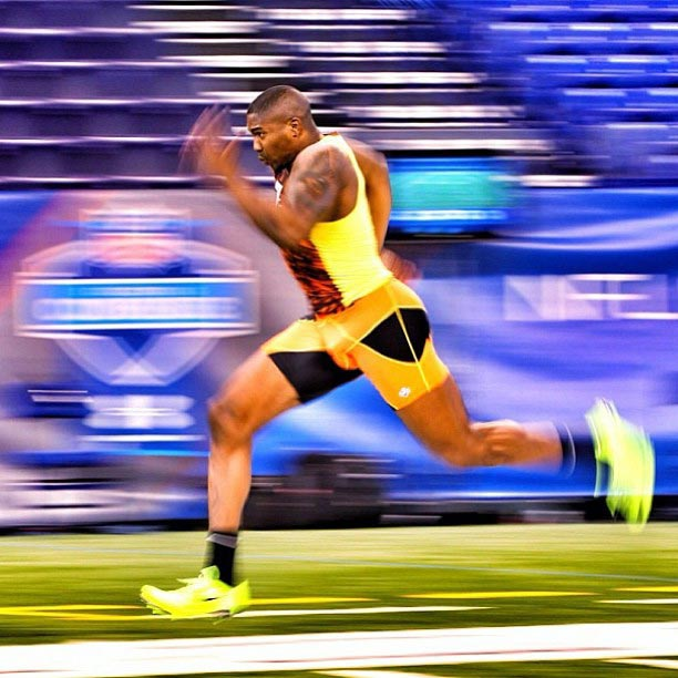 Arkansas Tight End Chis Gragg runs his 40 yard dash.