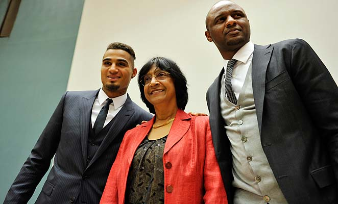 Navi Pillay (center), UN High Commissioner for Human Rights, poses with Kevin-Prince Boateng (left) of AC Milan and Patrick Vieira (right).