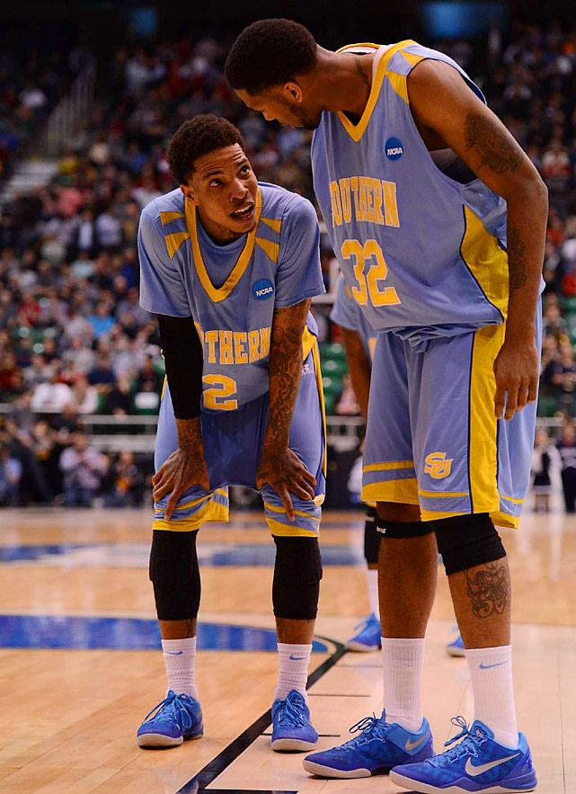 Southern guard Derrick Beltran gets a few words from center Brandon Moore during his 21-point game against Gonzaga.