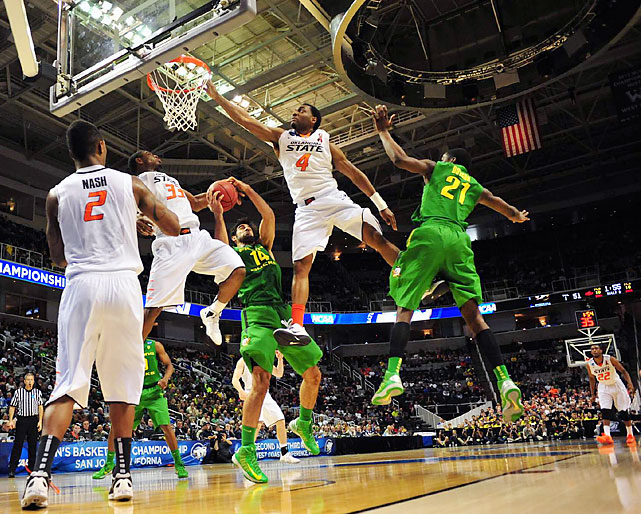 Oregon's Arsalan Kazemi grabs one of his 17 rebounds in the Ducks' 68-55 win over Oklahoma State.