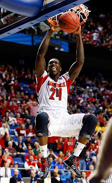 Montrezl Harrell throws down two of his eight points against the Aggies.