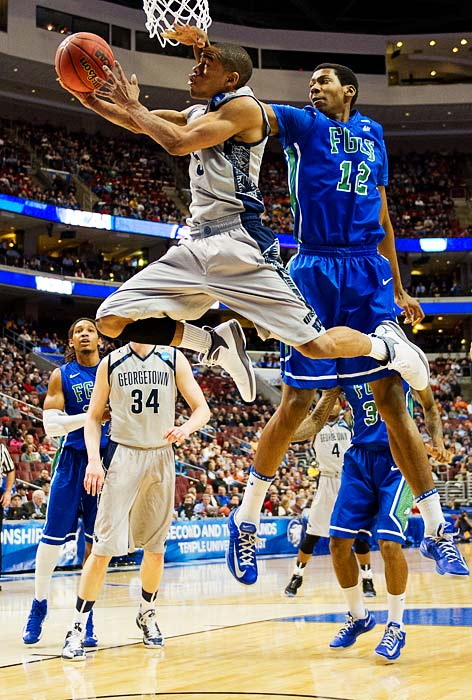 Georgetown's Michael Starks goes for a layup against Florida Gulf Coast's Eric McKnight on Friday.