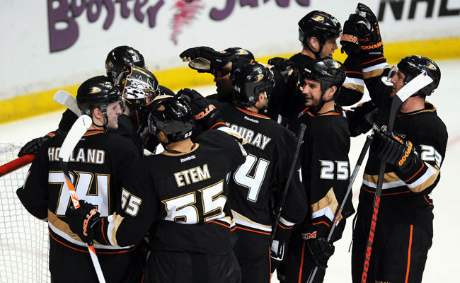 The Ducks lead the NHL with 14 comeback wins this year, including a victory over the Blackhawks Wed.