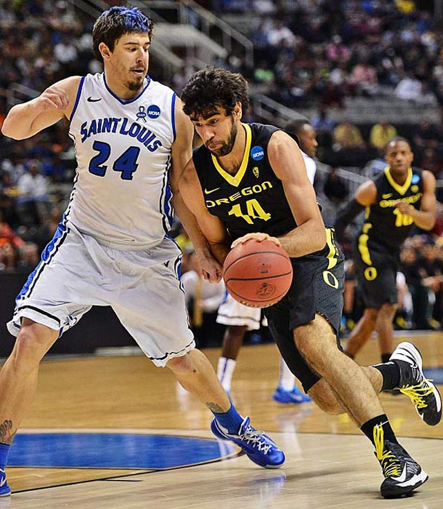 <bold>Defeated Oklahoma State 68-55</bold> <bold>Defeated St. Louis 74-57</bold> <bold>Next: Louisville </bold>(<bold><italics>SI's live bracket</italics></bold>) <bold>Oregon's Arsalan Kazemi had eight points and 16 rebounds against St. Louis. The Iranian-born player has 33 rebounds in the two tournament games.</bold>