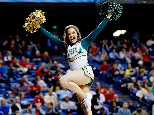 ncaa tournament cheerleaders  midwest