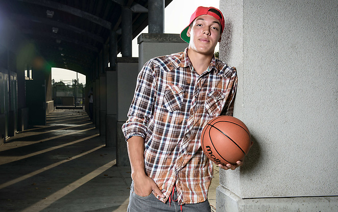 One of the top recruits in the class of '13, Archbishop Mitty's Aaron Gordon chose Arizona on Tuesday.