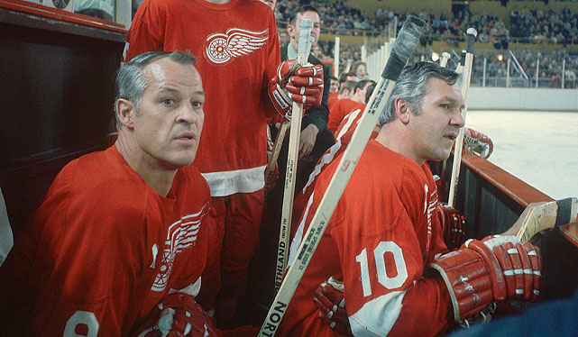 On the bench with teammate Alex Delvecchio during a game against the Sabres in January 1971.