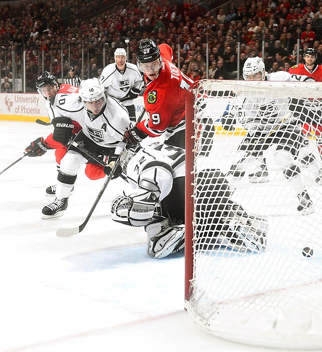 Blackhawks center Jonathan Toews (19) put the Kings behind with this goal in the third period, but answers from Tyler Toffoli and Dustin Brown doomed Chicago to its fourth loss in the last seven.