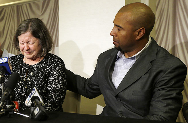 Former NFL RB Dorsey Levens consoles Mary Ann Easterling, the widow of former NFL player Ray Easterling.