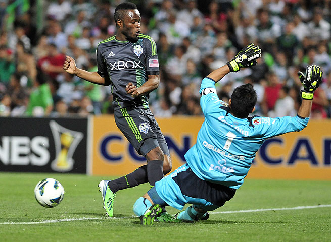 Steve Zakuani (left) and the Sounders failed to score a crucial second goal against Santos Laguna.