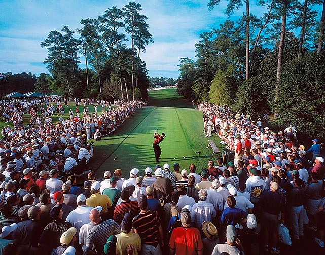 Tigers Woods tees off on 18 during the final round of the 2001 Masters.