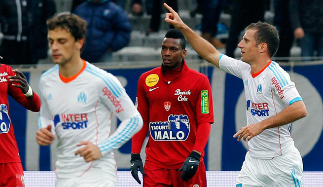 Marseille's Benoit Cheyrou (right) scored the winning goal against Brest right before halftime.