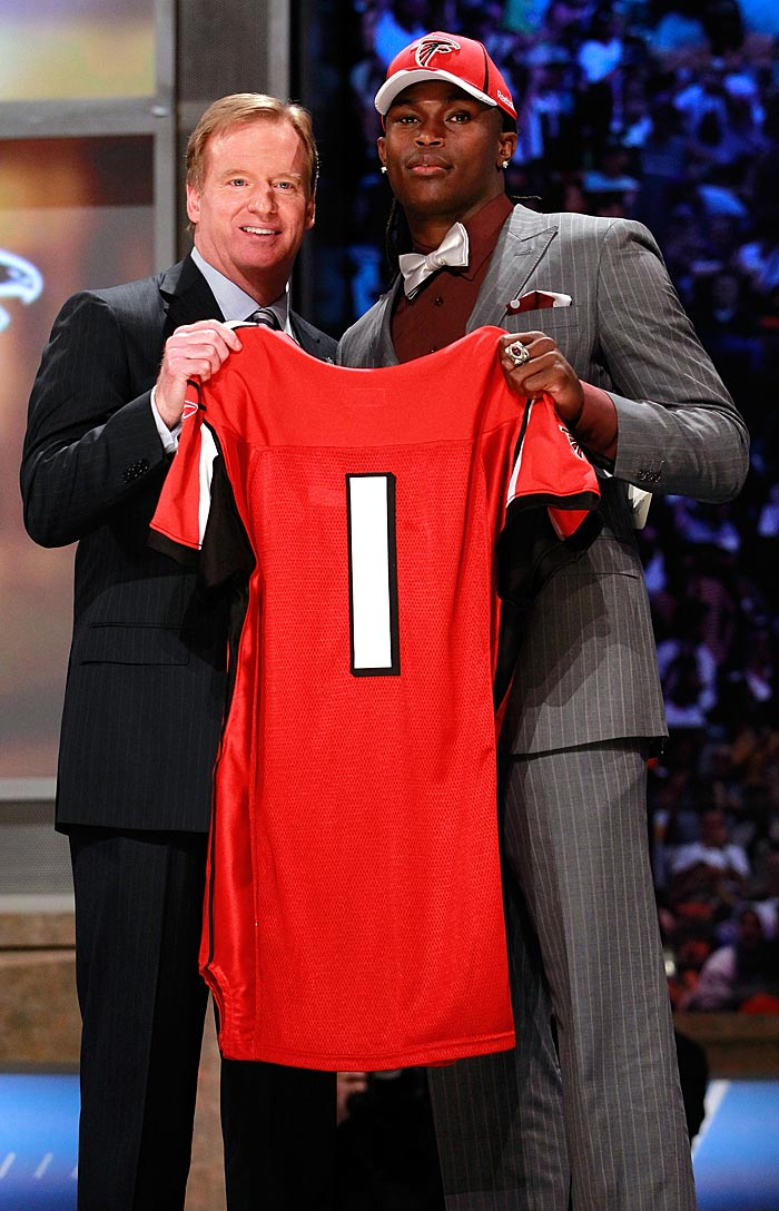 The Atlanta Falcons traded five picks to Cleveland to move from 27th to 6th so that they could draft former Alabama star wideout Julio Jones.