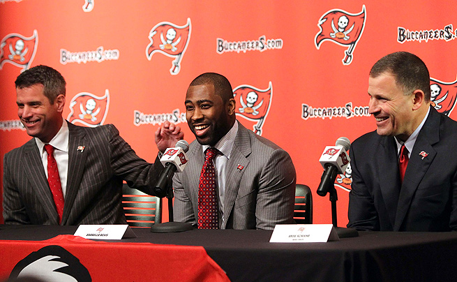 Darrelle Revis, flanked by Bucs' GM Mark Dominik and head coach Greg Schiano, said he hopes to play up to expectations.