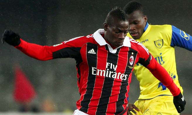 Mario Balotelli are in third place in Serie A, one point ahead of Fiorentina.