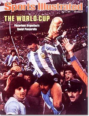 Daniel Passarella lifts the 1978 World Cup trophy.