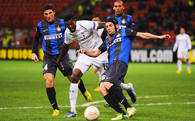 Emmanuel Adebayor and Spurs vies with Inter Milan players in a March match in Milan.