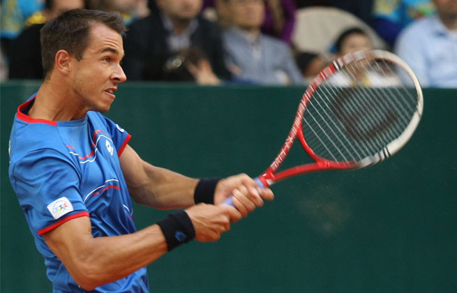 Lukas Rosol of the Czech Republic will face fellow unseeded player Guillermo Garcia-Lopez of Spain in the final.
