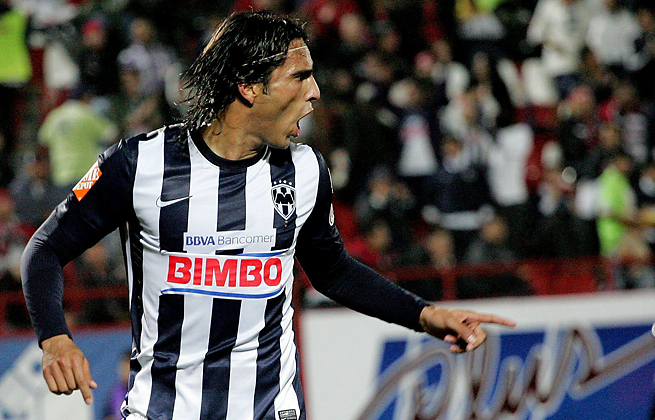 Aldo De Nigris scored two goals to lead Monterrey to its third consecutive Champions League title.