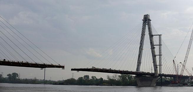 The bridge is still under construction.