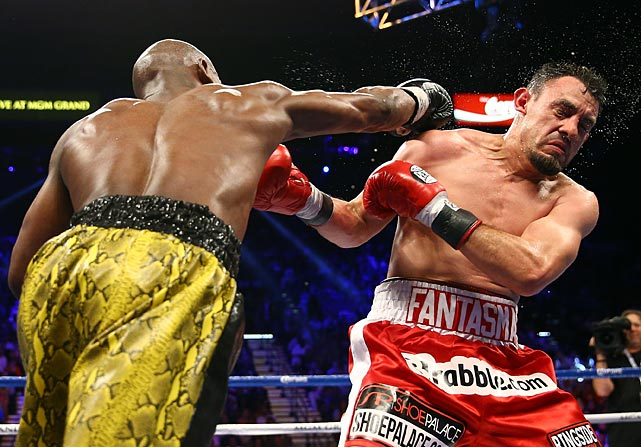 By the fifth round Mayweather's confidence was growing and he began landing some heavy right hands to Guerrero's head from that point on.