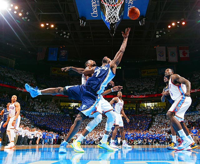 The Grizzlies' Tony Allen (9 in blue) attempts a shot under pressure from the Thunder's Kevin Durant in Game 2 of a second-round series Tuesday. Memphis won 99-93.