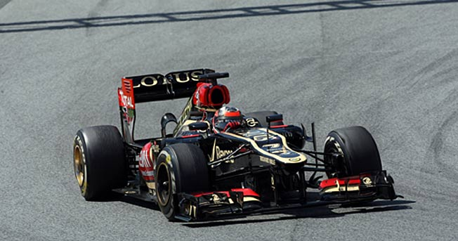 The sight of top drivers changing tires early seemed to cause a panic reaction in Kimi Raikkonen.