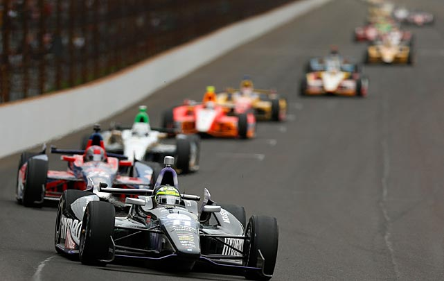 Tony Kanaan (foreground) won in a race that smashed the record for most lead changes and most leaders.