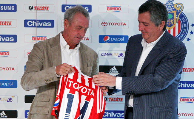 Jorge Vergara (right) owns both Chivas USA and Chivas de Guadalajara.