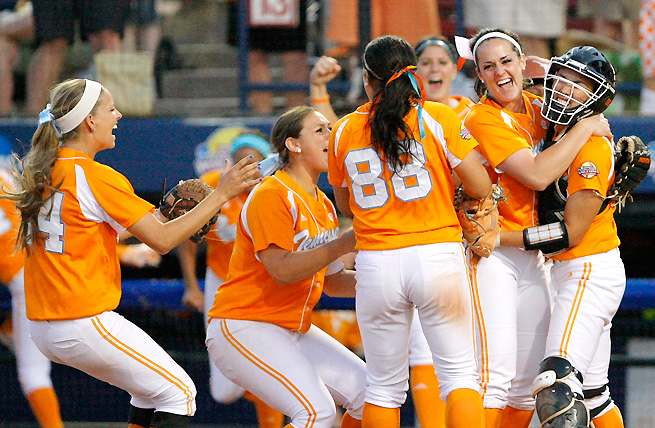 Tennessee celebrates after beating No. 4 seed Texas and moving into the final of the Women's College World Series.