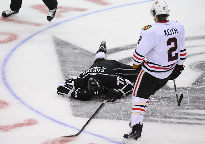 Duncan Keith appeared to apologize after hitting Jeff Carter with a high stick during Game 3.