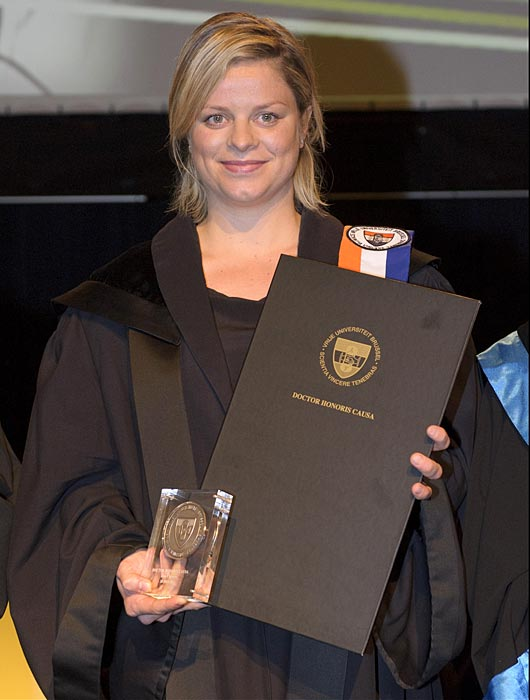 "Kim Clijsters received an honorary degree from the Free University of Brussels this year, prompting the former tennis star to say, ""It was important for me to be playing tennis and to be as good as possible. The fact that I'm here because of a sporting career is truly a great honor... It's my first degree ever."" Here's a look at some other sports figures at graduations."