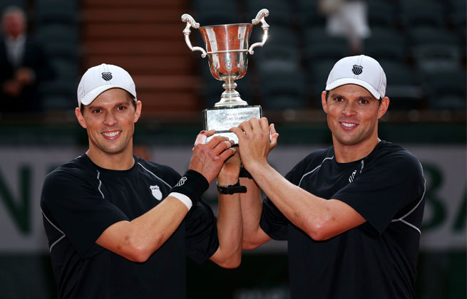 Top-seeded Bob and Mike Bryan of won their 14th major doubles title Saturday.
