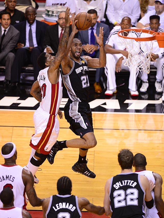 Udonis Haslem challenges Tim Duncan at the rim.