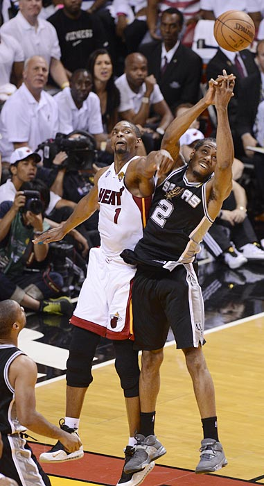 Kawhi Leonard of the Spurs and Chris Bosh battle for a rebound. Leonard had a game-high 14 boards.