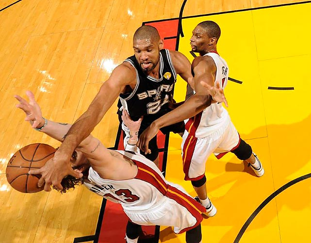 Tim Duncan scrambles for the ball against the Heat in his team's Game 2 loss to level up the NBA Finals in Miami.