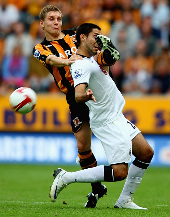 Dempsey battles with Andy Dawson of Hull City.