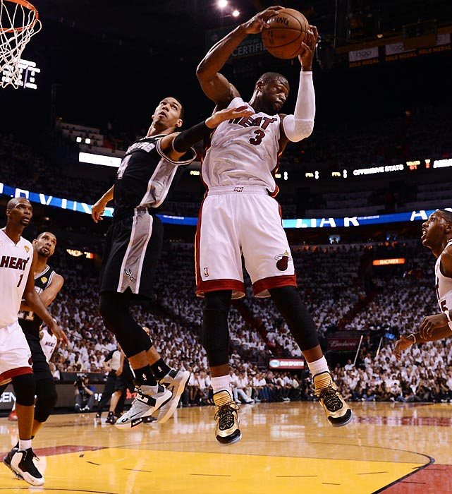 Dwyane Wade beats Danny Green to a rebound.