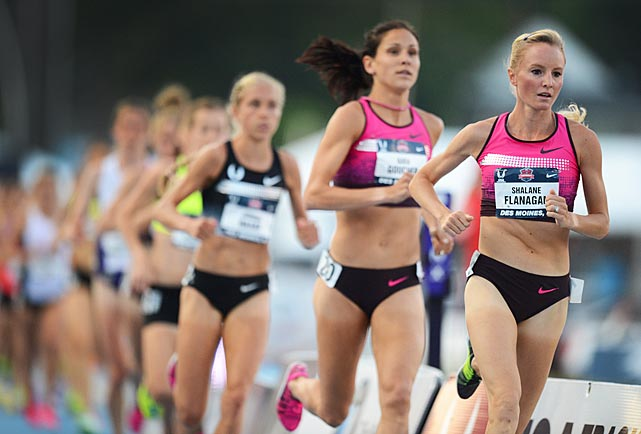 Shalane Flanagan leads the pack en route to winning the 10,000-meter final.