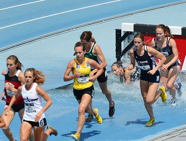 The field during the first round of the women's steeplechase.