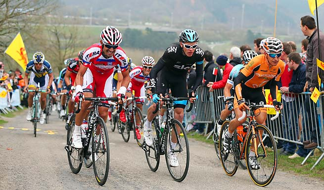 Chris Froome (center) leads Team Sky after Bradley Wiggins pulled out of the Tour de France.