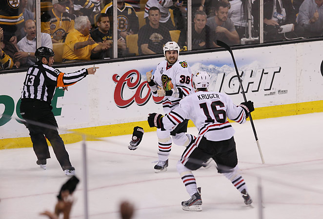 Dave Bolland scored the winning goal in Chicago's lightning-quick comeback to win Game 6.