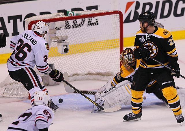 Dave Bolland puts in the game-winner to cap the Blackhawks' 3-2 victory.