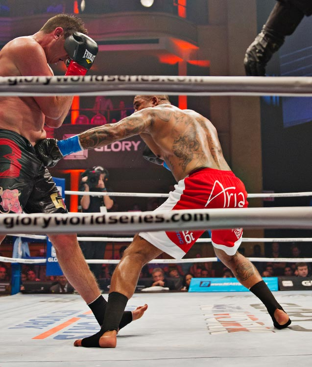 Tournament semifinal Tyrone Spong (blue tape) vs. Filip Verlinden.