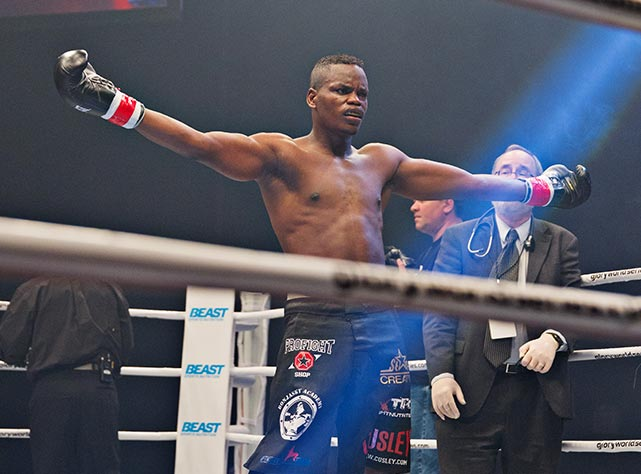 Danyo Ilunga shows his displeasure with the stoppage.