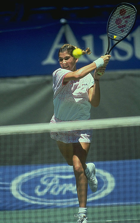 Monica Seles won eight Grand Slam tournaments from 1990-1993 with a Yonex. She continued to use Yonex rackets after returning to tennis following recovery from the 1993 stabbing.