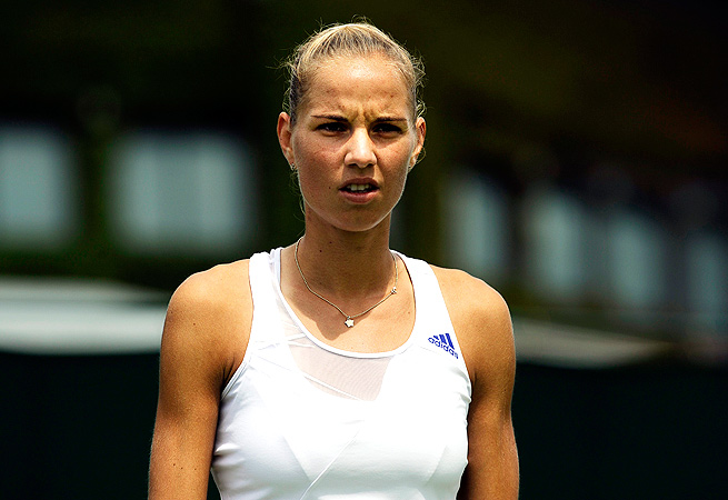 Arantxa Rus fell to Olga Puchkova 6-4, 6-2 at Wimbledon, extending her WTA losing streak to 17.
