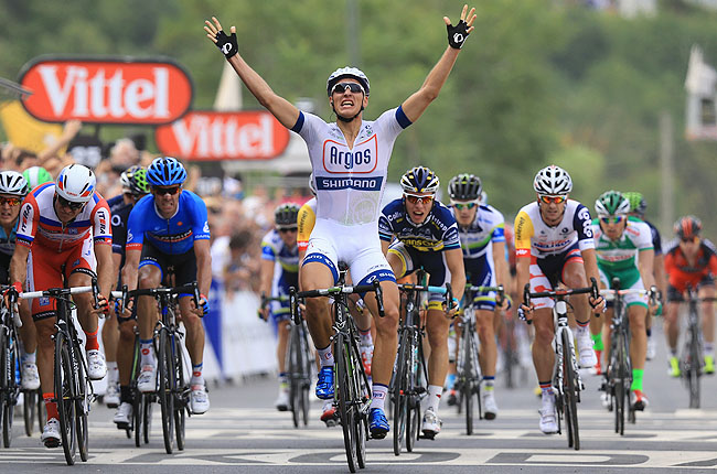 Keeping his head and riding his luck amid the chaos, Germany's Marcel Kittel sprinted for the win.